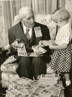 woolson photo confd money.jpg